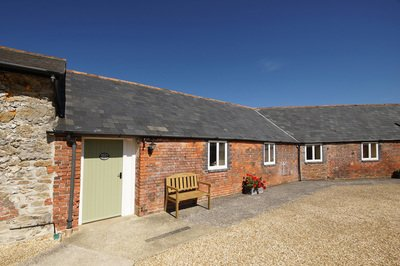 Wheelchair-friendly holiday cottage in Dorset with pool hosit