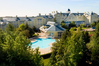 Disabled-friendly hotel at Disneyland Paris with a pool hoist