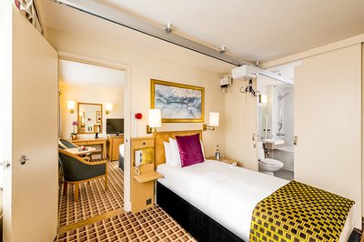 Accessible London hotel in Kensington with ceiling track hoist