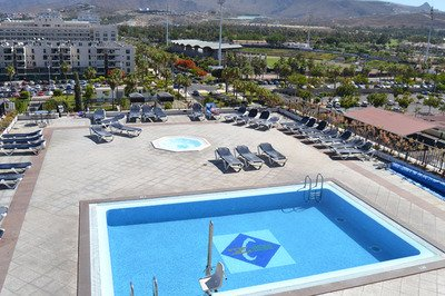 Accessible hotel with pool hoist in Tenerife