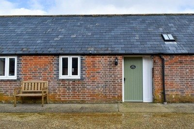 Accessible cottage with pool hoist in Dorset