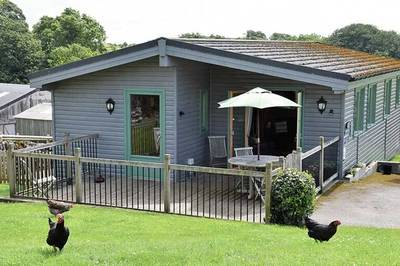 Accessible holiday lodge with electric profiling bed in Derbyshire