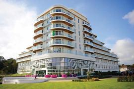 Wave Hotel and Apartments in Bognor Regis Holiday Park