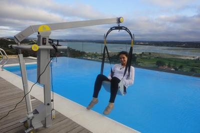 Accessible villa with pool hoist in Lisbon