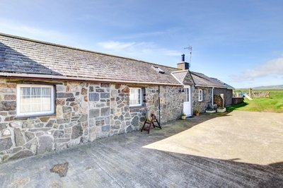 Five-star wheelchair-accessible holiday cottage with profiling bed in Gwynedd, Wales