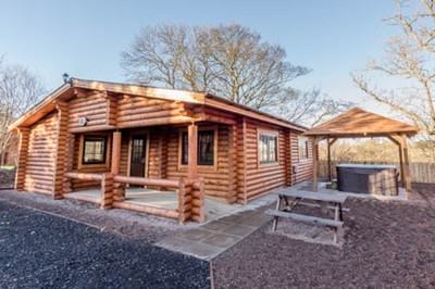 Accessible disabled access luxury log cabin with hot tub in Northumberland, UK