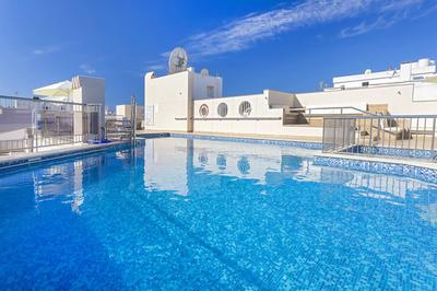 Accessible hotel with pool hoist in Ibiza