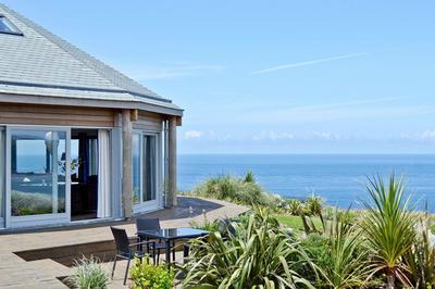 Accessible disabled access luxury coastal house in Cornwall, UK