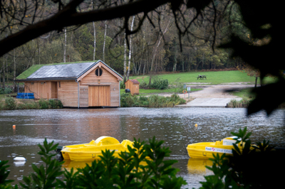 Accessible New Forest holiday park lodge with ceiling track hoist