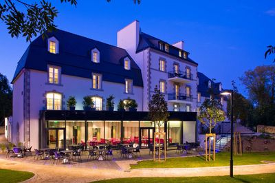 Disabled-friendly hotel with swimming pool lift in Quimper, Brittany