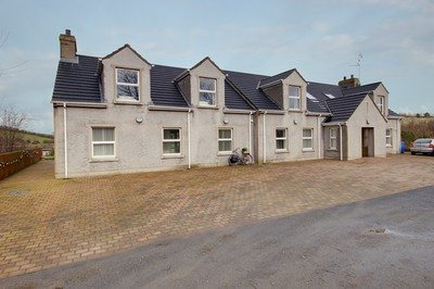 Accessible Newtonards cottage in Ardkeen with ceiling track hoist