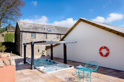 Disabled-friendly barn with ceiling track hoist in Devon