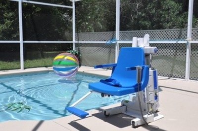 Accessible villa with pool hoist in Kissimmee, Orlando, Florida