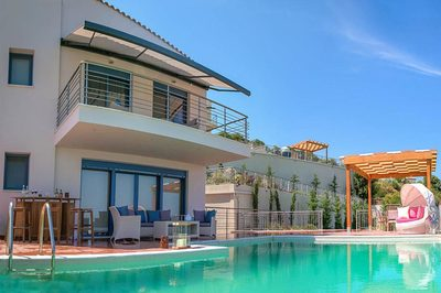 Accessible villa with pool hoist in Skiathos, Greece