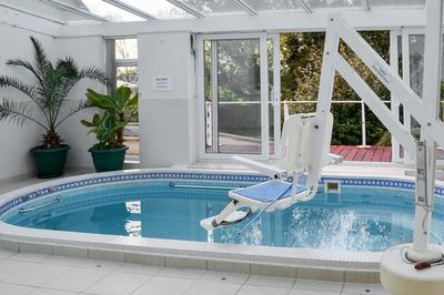Accessible holiday home with pool hoist in Cornwall