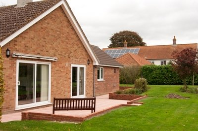 Disabled-friendly Norfolk holiday bungalow with single profiling bed