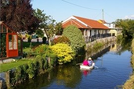 Double-Gate Farm Bed & Breakfast – Riverside B&B in Wells