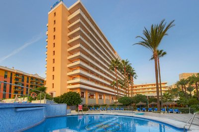 Accessible hotel with pool hoist in Torremolinos, Spain
