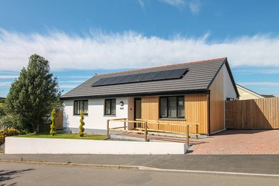 Disabled-friendly bungalow with electric profiling bed in St Keverne, Cornwall