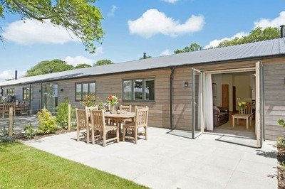Disabled-friendly New Forest holiday home with swimming pool hoist
