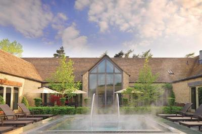Disabled-friendly Gloucestershire spa hotel with swimming pool hoist