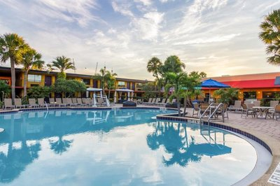 Accessible hotel with pool hoist in Orlando, Florida