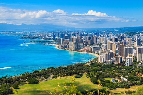 Honolulu, Hawaii, next to the blue waters of the Pacific Ocean