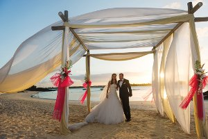 Couple getting married on the beach in Mauritius
